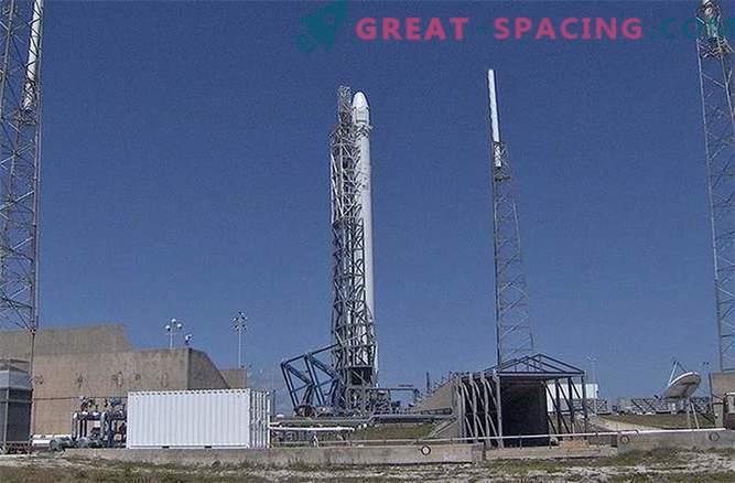 Lancio SpaceX annullato a causa di perdite di elio
