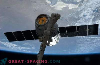 De oosterse draak heeft het internationale ruimtestation