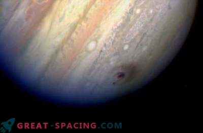 Jupiter wordt minstens 6 keer per jaar blootgesteld aan meteorieten